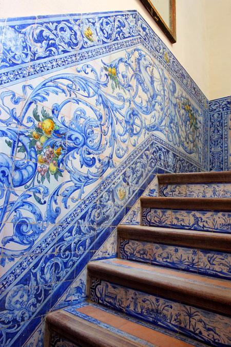 2lorenzo-castillo-16 century-seville-palace-blue-tile-stairs