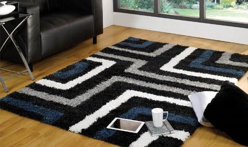 tappeto shaggy nero e blu