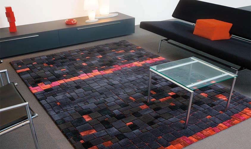 tappeto nero e rosso