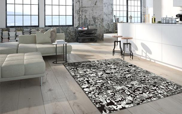 tappeto grigio e nero