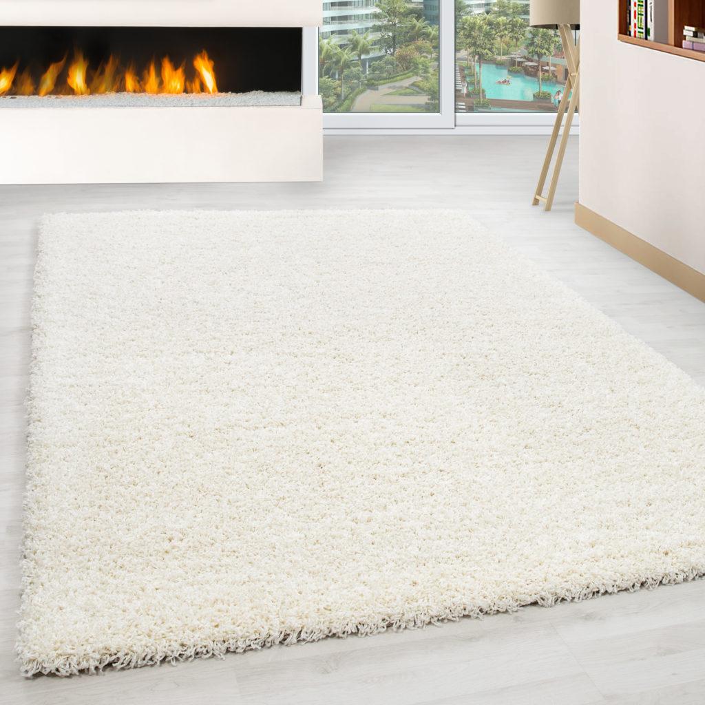 tappeto shaggy a pelo lungo colore bianco