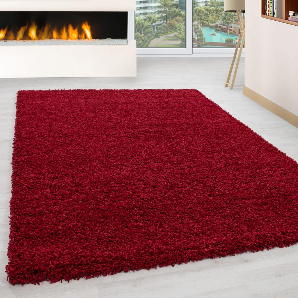 tappeto a pelo alto rosso